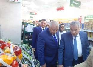 وزير التموين يتفقد منافذ السلع الغذائية بالوادي الجديد ويتابع أسعارها