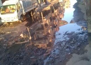 """قرية """"محلة خلف"""" بالغربية تغرق في الصرف الصحي.. والأهالي: حياتنا في خطر"""