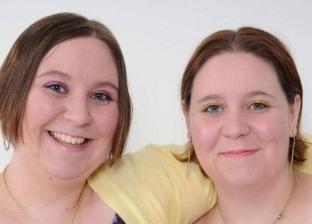 ولدا وعاشا وماتا معا.. فيروس كورونا يقتل أختين توأم في بريطانيا