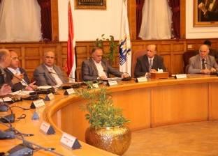 محافظ القاهرة يطالب أصحاب المحلات بتركيب كاميرات مراقبة
