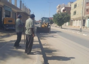 طوارئ شمال سيناء تكلف بئر العبد بإزالة الرمال من الطريق الدولي