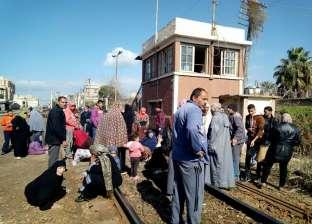 """سكان شريط السكة الحديد بكفر الشيخ: """"فوجئنا بطردنا دون توفير سكن بديل"""""""