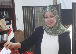 نائب رئيس جامعة البحرين تدلي بصوتها في الاستفتاء