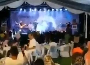 بالفيديو| موجة تسونامي تدمر حفل غنائي بأندونيسيا