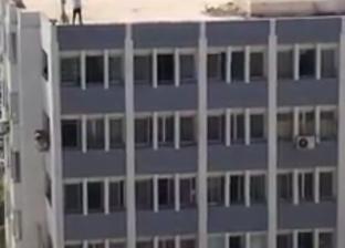 مستخلص جمركي يهدد بالانتحار من أعلى مبنى الإدارة المركزية ببورسعيد
