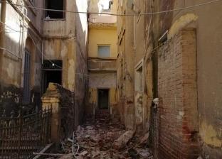 بالصور| للمرة الثانية.. سقوط أجزاء من عقار قديم في الإسكندرية