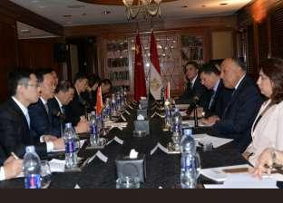 وزير الخارجية يبحث العلاقات الثنائية مع وفد الحزب الشيوعي الصيني