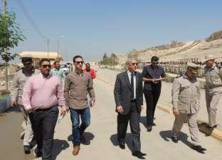مدير أمن المنيا يتابع خدمات المقار الشرطية والكنائس