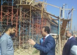 """وزير النقل يتناول السحور مع عمال مشروع طريق """"شبرا- بنها"""" الحر"""
