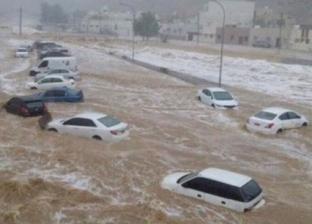 """الدوحة تغرق.. السير في شوارع قطر بـ""""الجت سكي"""""""