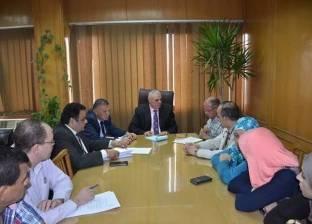 السكرتير العام بالإسماعيلية يناقش خطة المحافظة لميكنة إدارات الديوان
