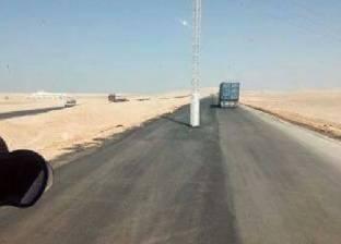 محافظ سوهاج ينفي وجود عمود إنارة وسط الطريق الصحراوي الغربي