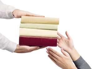 تبادل الكتب الخارجية حيلة لمواجهة ارتفاع أسعارها: نفّع واستنفع