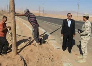بالصور| حملة لصيانة أعمدة إنارة شوارع أبورديس في جنوب سيناء