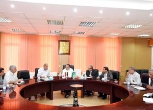 """محافظ الشرقية لرؤساء المدن: """"مش عايز مسؤول في مكتبه.. كله في الشارع"""""""