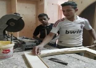 الأسطى والصبى.. طفلان يديران ورشة نجارة