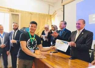 جامعة مطروح تكرم الفائز بالمركز الأول في المؤتمر الثالث للبحوث