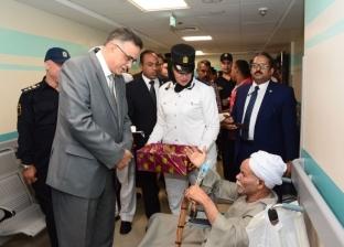 مدير أمن الأقصر وقيادات المديرية يزورون مرضى السرطان بمستشفى الأورمان