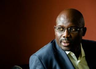 بالفيديو| قصة هدف أحرزه رئيس ليبيريا في مرمى عصام الحضري