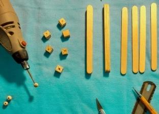 مشروع «هاند ميد» لصناعة «سبح» من أعواد الآيس كريم.. الفن ملوش حدود