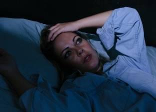 قلة النوم تدفع الأشخاص لتناول الوجبات السريعة ليلا
