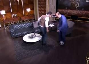 بالفيديو  حسن الرداد يلعب الكرة مع عمرو أديب على الهواء