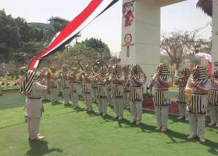 """الحديقة الدولية تستقبل المواطنين ومحافظ القاهرة بـ""""الزي الفرعوني"""""""