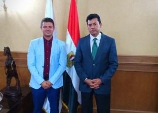 مبادرة شبابية لدخول جينيس بأكبر علم مصري في العالم وأضخم حدث استثماري