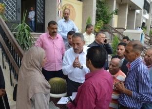 بالصور| محافظ الإسماعيلية يلتقي عددا من المواطنين ويبحث شكواهم