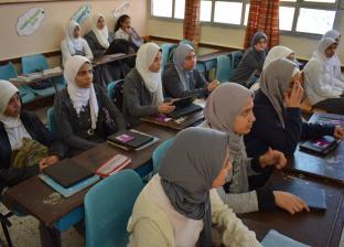 """طلاب أولى ثانوي بكفر الشيخ عن """"امتحانات التابلت"""": """"السيستم واقع"""""""