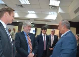 مستثمرون أجانب يبحثون إنشاء محطات طاقة شمسية في البحر الأحمر