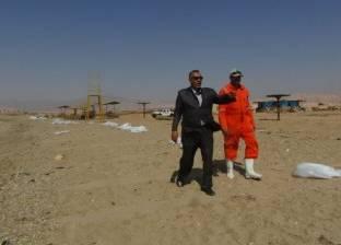 رئيس مدينة أبو رديس يتابع أعمال نظافة الشاطئ العام