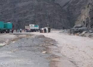 إصابة 6 من هيئة الإسعاف في حادث انقلاب سيارة نتيجة السيول بالبحر الأحمر