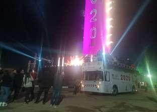 """وسط احتفال الآلاف من الأهالي بالعام الجديد .. ساعة """"غزل المحلة"""" تتحول لـ""""برج خليفة"""""""