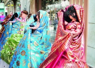 على كل لون يا عروسة: التقليدية والمحجبة وأم «سارى هندى»