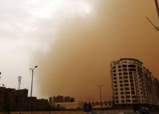 عاصفة ترابية شديدة تضرب أسوان