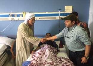 بالصور   محمد هنيدي يزور رجال الشرطة المصابين في حادث الواحات