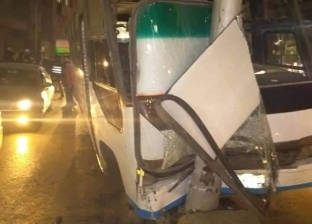 إصابة 10 أشخاص إثر اصطدام أتوبيس بعمود إنارة في نزلة كوبري الدقي