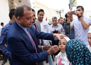 """رئيس جامعة بني سويف يرسم علم مصر على وجوه أطفال احتفالية """"يوم اليتيم"""""""