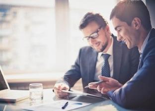 دراسة: المشاعر المزيفة في مكان العمل تضر أكثر مما تنفع