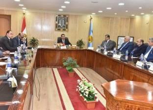 محافظ أسيوط يجتمع بنواب البرلمان لعرض خطة عمل المحافظة