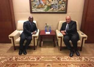 شكري يلتقي وزير خارجية الجابون لبحث سبل تعزيز العلاقات الثنائية