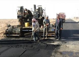بالصور| رئيس مدينة أبو رديس يتابع أعمال رصف الطرق