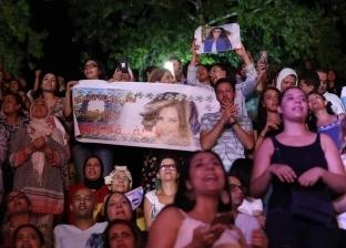 بالصور.. لطيفة تحيي حفل مهرجان قرطاج وتغني النشيد الجزائري