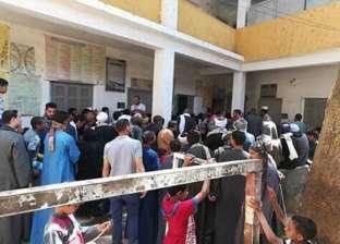 إقبال كثيف للتصويت على الاستفتاء بلجان البداري وساحل سليم في أسيوط