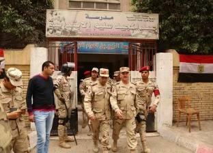 نائب قائد أركان حرب المنطقة الشمالية يتفقد لجان التصويت في المحلة