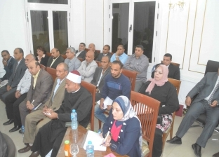 محافظ المنيا يتواصل مع وزير النقل لاستكمال رصف طريق أبوقرقاص