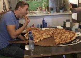 """مطعم أيرلندي يتحدى زبائنه.. """"500 يورو لمن يتناول بيتزا كاملة"""""""
