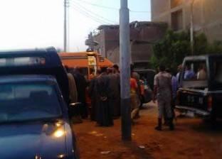 أهالي شاب قتيل يتجمهرون أمام مشرحة مستشفى المحلة بعد تأخر تصاريح الدفن
