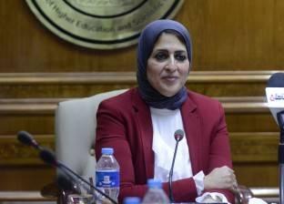 """مواطنون عن قرار وزيرة الصحة: """"نشيد إيه وبتاع إيه.. إحنا عاوزين علاج"""""""
